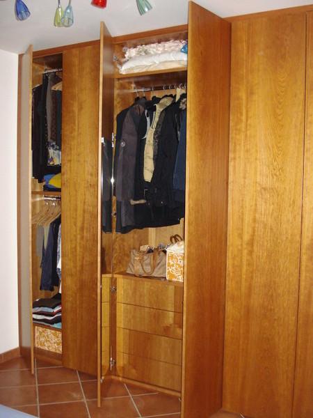 armadio con sportelli a battente, cassetti interni a scomparsa, letto ...